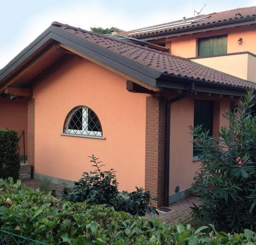 Appartamento in vendita a Azzate, 2 locali, prezzo € 120.000 | CambioCasa.it