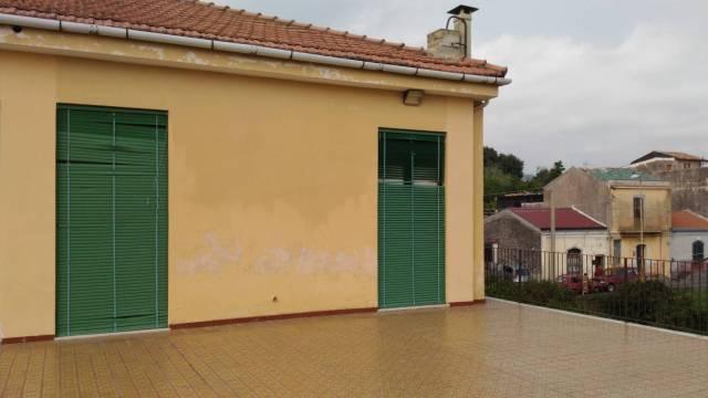 Palazzo / Stabile in vendita a Mascali, 6 locali, prezzo € 260.000 | CambioCasa.it