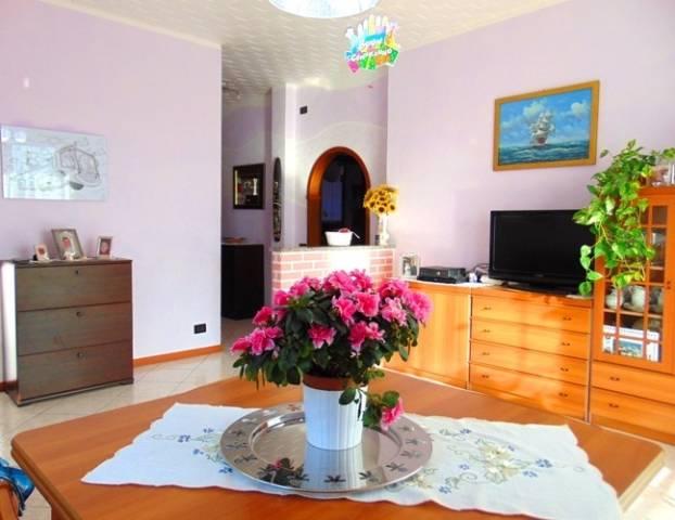 Appartamento in vendita a Valmadrera, 3 locali, prezzo € 125.000   CambioCasa.it