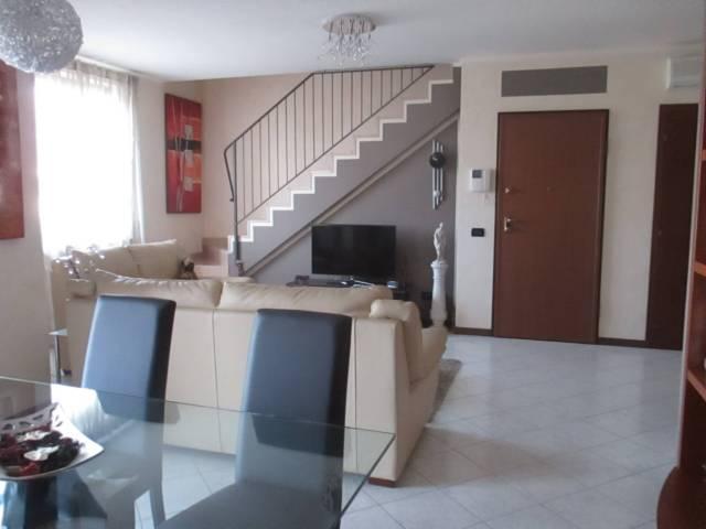 Appartamento in vendita a Castelnuovo del Garda, 4 locali, prezzo € 215.000 | CambioCasa.it