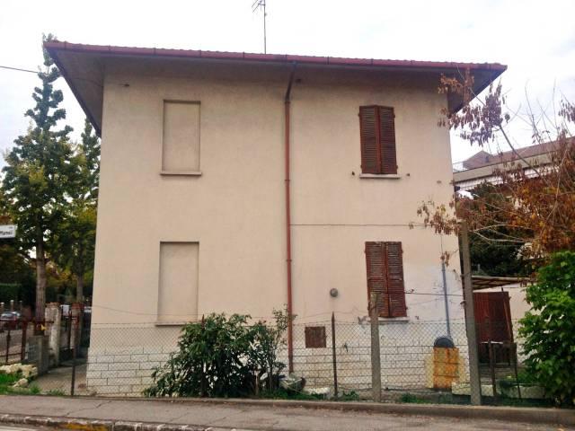 Villa in vendita a Cesena, 6 locali, prezzo € 250.000 | CambioCasa.it