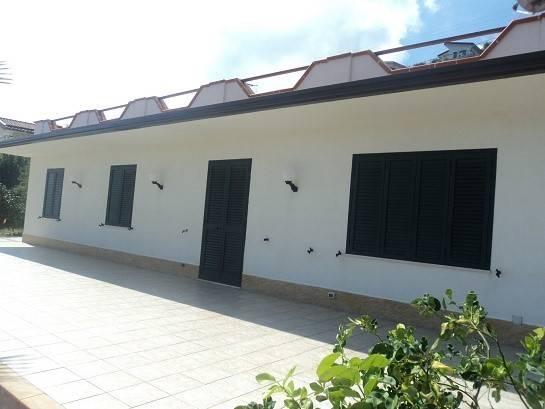 Villa in vendita a Gioiosa Marea, 4 locali, Trattative riservate | CambioCasa.it