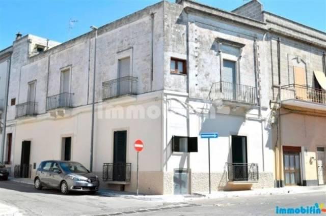 Appartamento in vendita a Oria, 6 locali, prezzo € 250.000   CambioCasa.it