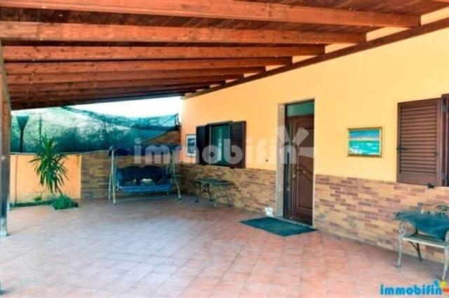 Villa in vendita a Oria, 5 locali, prezzo € 140.000 | CambioCasa.it