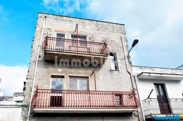 Appartamento in vendita a Oria, 6 locali, prezzo € 68.000   CambioCasa.it