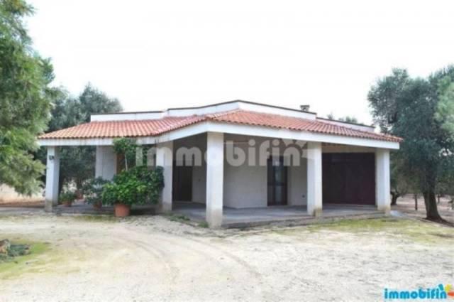 Villa in vendita a Oria, 4 locali, prezzo € 160.000 | CambioCasa.it