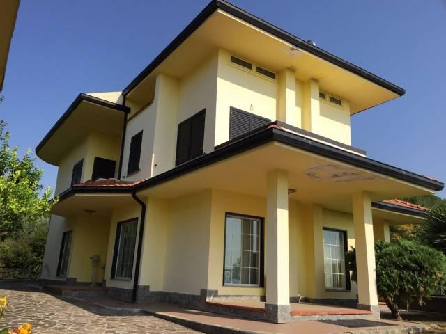 Villa in vendita a Tora e Piccilli, 6 locali, prezzo € 240.000   CambioCasa.it