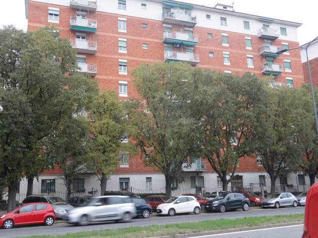 Appartamento in affitto a Milano, 5 locali, zona Zona: 13 . Baggio, Forze Armate, Quinto Romano, Bisceglie, Valsesia, prezzo € 1.167 | CambioCasa.it