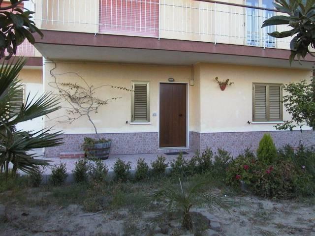Appartamento in vendita a Monasterace, 2 locali, prezzo € 35.000   CambioCasa.it
