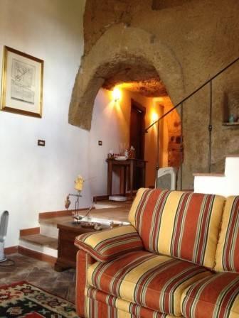 Appartamento in vendita a Pitigliano, 2 locali, prezzo € 100.000 | CambioCasa.it
