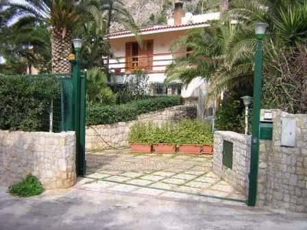 Villa in vendita a Santa Flavia, 5 locali, prezzo € 450.000 | CambioCasa.it