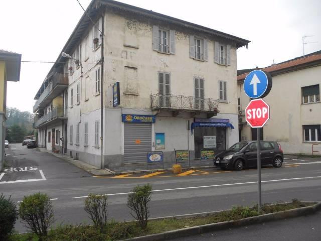 Negozio / Locale in affitto a Besozzo, 2 locali, prezzo € 550   CambioCasa.it
