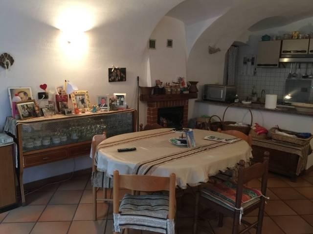 Appartamento in vendita a Dolceacqua, 2 locali, prezzo € 120.000 | CambioCasa.it