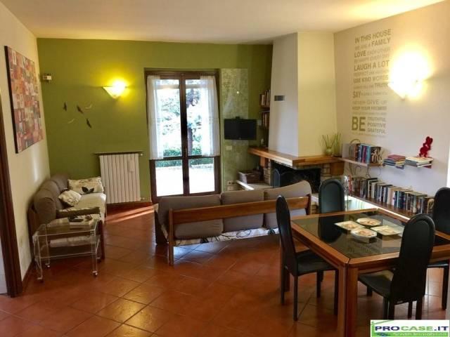 Villa in vendita a Saronno, 4 locali, prezzo € 750.000 | CambioCasa.it