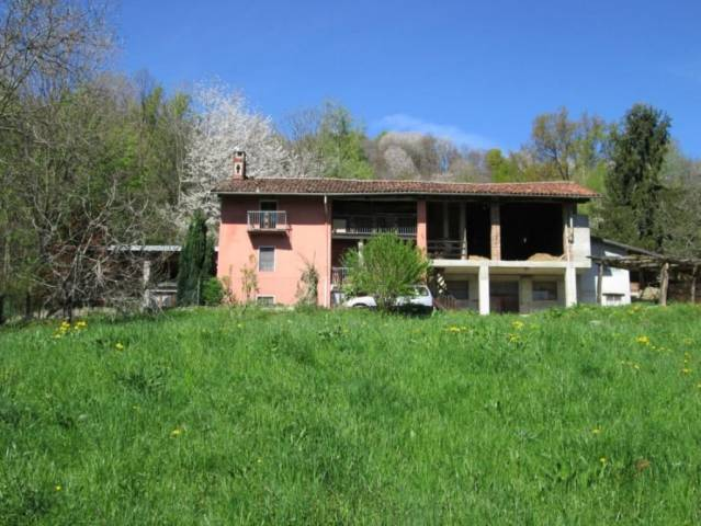 Rustico / Casale in vendita a Graglia, 6 locali, prezzo € 150.000 | CambioCasa.it