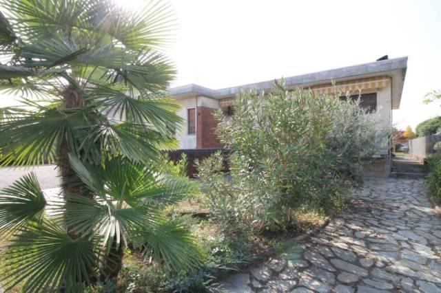 Villa in vendita a Lonate Pozzolo, 5 locali, prezzo € 250.000 | CambioCasa.it