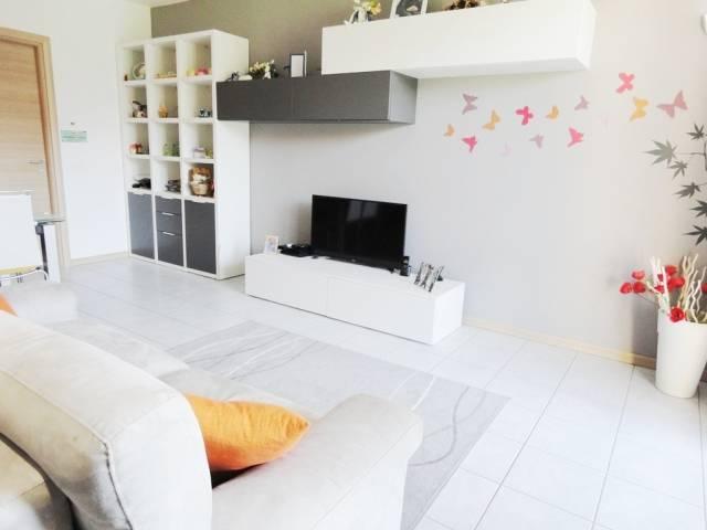 Appartamento in vendita a Ornago, 3 locali, prezzo € 175.000 | CambioCasa.it