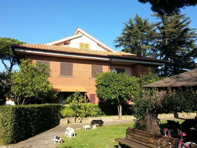 Villa in vendita a Marino, 6 locali, prezzo € 899.000 | CambioCasa.it