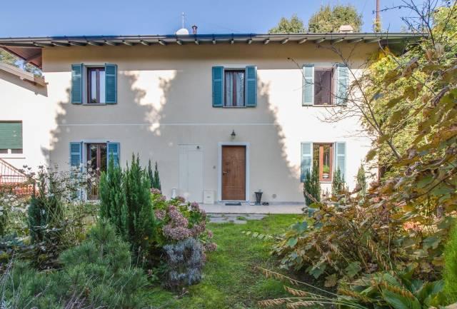 Villa in vendita a Ispra, 5 locali, prezzo € 299.000 | CambioCasa.it