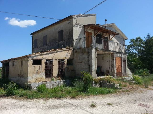 Rustico / Casale in Vendita a Potenza Picena