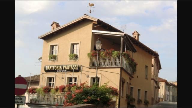 Ristorante / Pizzeria / Trattoria in vendita a Govone, 4 locali, Trattative riservate | CambioCasa.it
