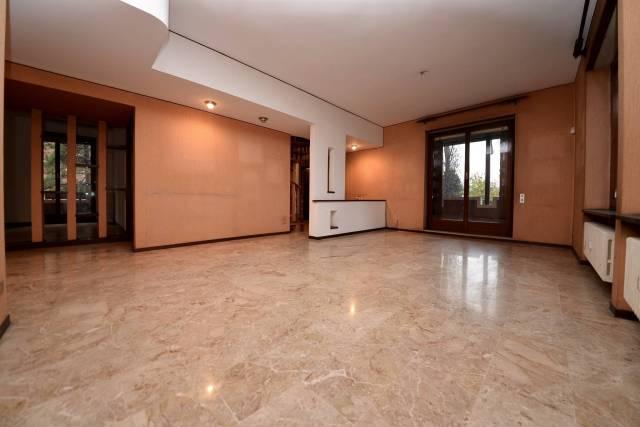 Appartamento in vendita a Vedano al Lambro, 6 locali, prezzo € 440.000 | CambioCasa.it