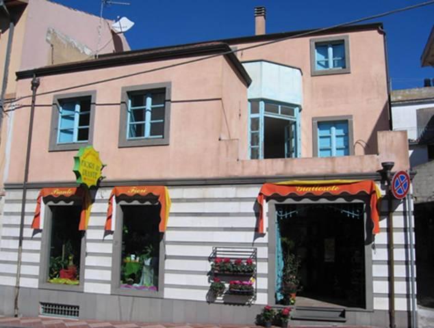 Immobile Commerciale in vendita a Dorgali, 6 locali, prezzo € 420.000 | CambioCasa.it