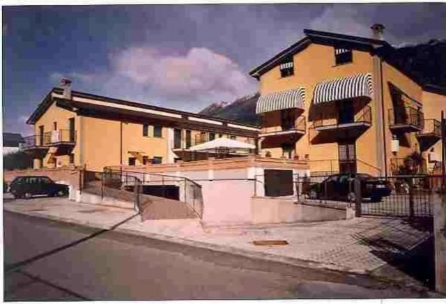 Villa a Schiera in vendita a Morbegno, 4 locali, prezzo € 140.000 | CambioCasa.it