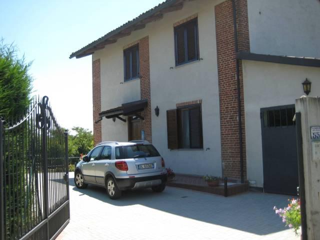 Rustico / Casale in vendita a Montà, 6 locali, prezzo € 380.000 | CambioCasa.it