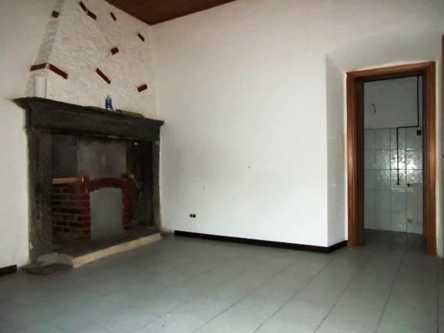 Appartamento in vendita a Asso, 2 locali, prezzo € 65.000 | CambioCasa.it
