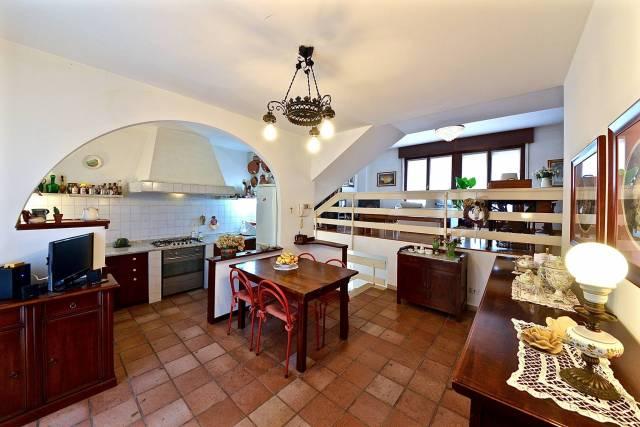 Villa a Schiera in vendita a Cassano Magnago, 5 locali, prezzo € 240.000   CambioCasa.it