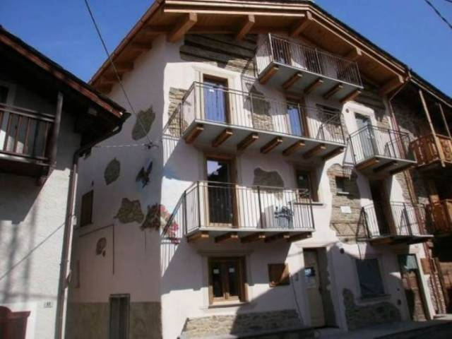Soluzione Indipendente in vendita a Caspoggio, 4 locali, prezzo € 148.000   CambioCasa.it