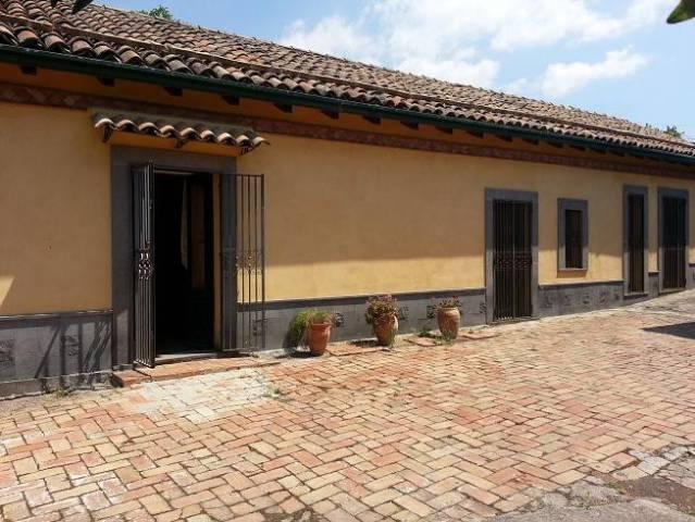 Villa in vendita a Ragalna, 5 locali, prezzo € 449.000 | CambioCasa.it
