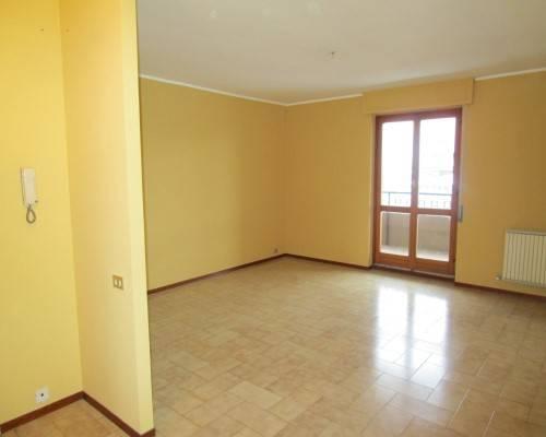 Appartamento in vendita a Borgomanero, 4 locali, prezzo € 95.000 | CambioCasa.it