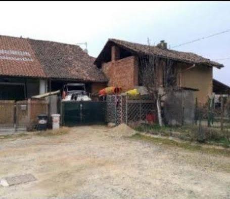 Rustico / Casale in vendita a Rivoli, 4 locali, prezzo € 48.000 | CambioCasa.it