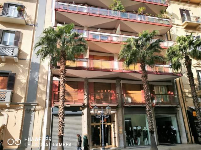 Ufficio / Studio in affitto a Taranto, 3 locali, prezzo € 550 | CambioCasa.it