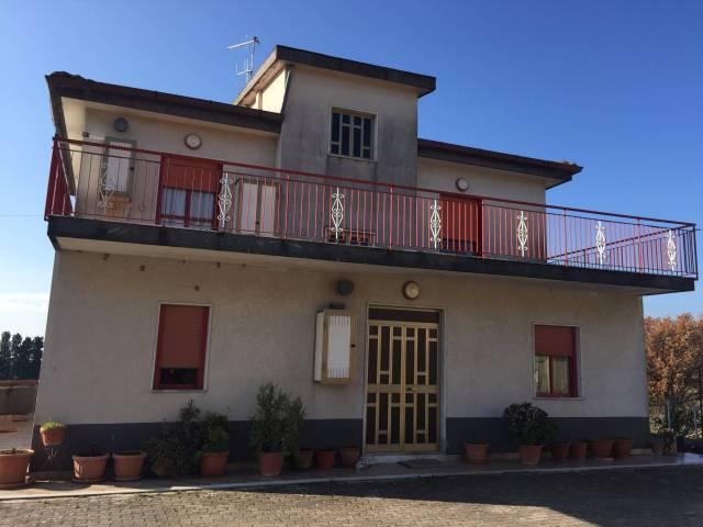 Villa in vendita a Giffoni Valle Piana, 6 locali, prezzo € 350.000 | CambioCasa.it