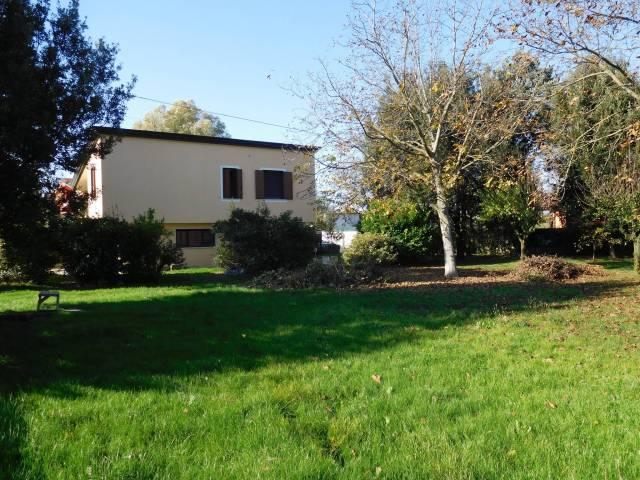 Villa in vendita a Gruaro, 4 locali, prezzo € 151.000 | CambioCasa.it