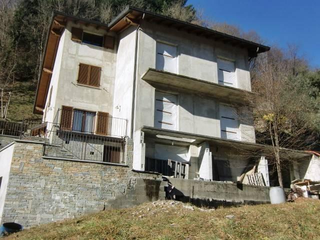 Villa in vendita a Valbrona, 4 locali, prezzo € 119.000   CambioCasa.it