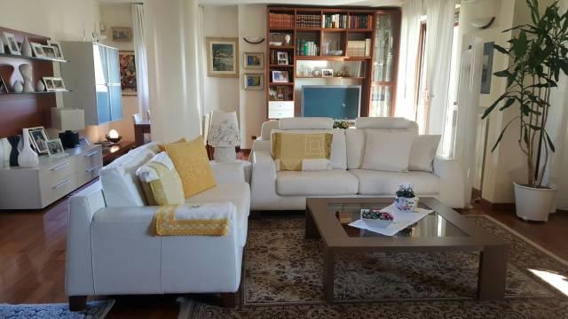 Appartamento in vendita a Arcore, 4 locali, prezzo € 475.000 | CambioCasa.it