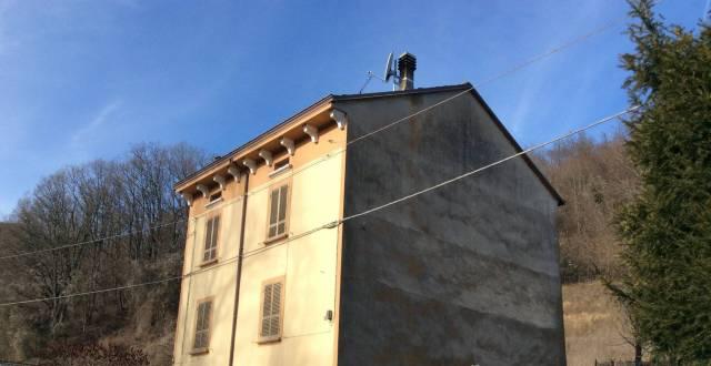 Villa in vendita a Morfasso, 6 locali, prezzo € 100.000 | CambioCasa.it