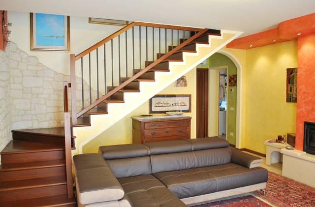 Villa in vendita a Veggiano, 5 locali, prezzo € 160.000 | CambioCasa.it
