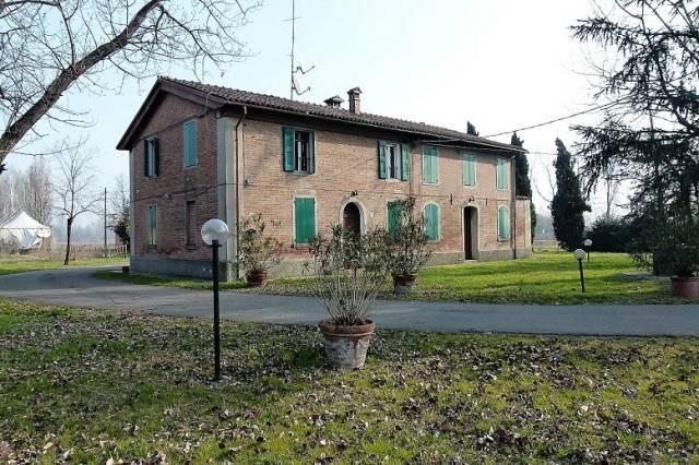 Rustico / Casale in affitto a Ozzano dell'Emilia, 6 locali, prezzo € 3.300 | CambioCasa.it