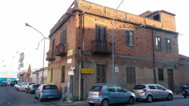 Palazzo / Stabile in vendita a Messina, 6 locali, prezzo € 220.000   CambioCasa.it