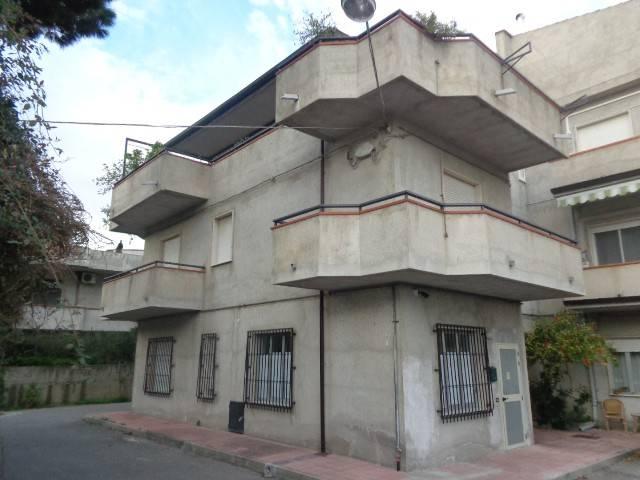 Appartamento in vendita a Marina di Gioiosa Ionica, 5 locali, prezzo € 70.000 | CambioCasa.it