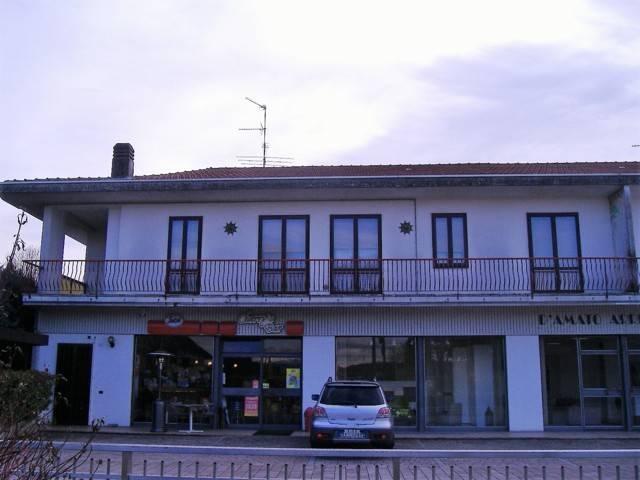 Appartamento in vendita a Cairate, 4 locali, prezzo € 135.000 | CambioCasa.it