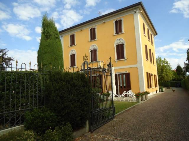 Palazzo / Stabile in vendita a Verderio, 6 locali, Trattative riservate | CambioCasa.it