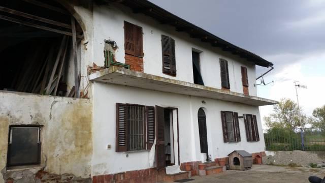 Rustico / Casale in vendita a Crescentino, 6 locali, prezzo € 49.000 | CambioCasa.it