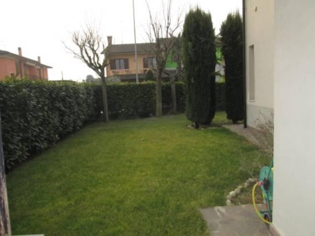 Villa in vendita a Goito, 5 locali, prezzo € 220.000 | CambioCasa.it