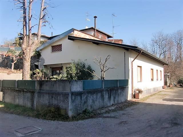 Villa in Vendita a Alzate Brianza